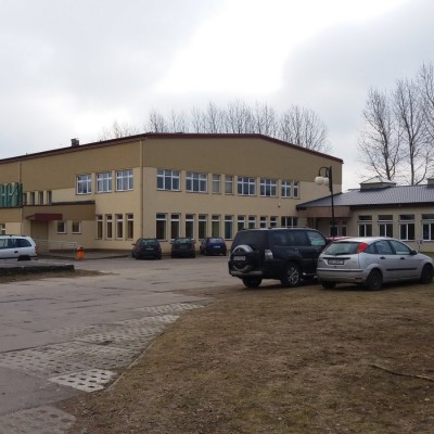Szkoła w Cewicach - baza zawodów