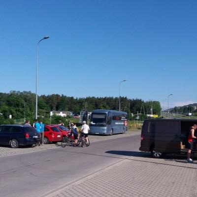 Baza zawodów na parkingu nieopodal węzła Łostowice - Świętokrzyska