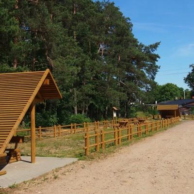 Parking i miejsce odpoczynku w pobliżu Bąkowa, na końcu trasy rowerowej Na przedmieściach Gdańska