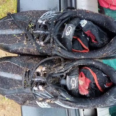 Pożegnanie z obuwiem. Po ponad 30 miesiącach służby buty odeszły na zasłużony spoczynek.
