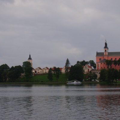 Zespół klasztorny widziany z jeziora Wigry