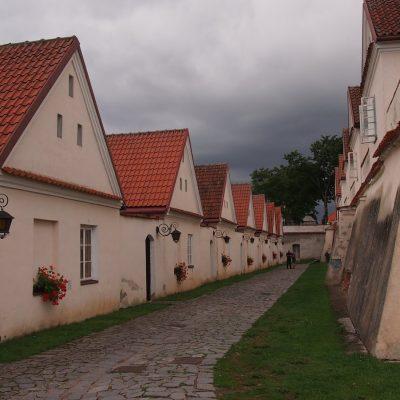 Zespół klasztorny w Wigrach - dawne eremy , dziś pokoje do wynajęcia.