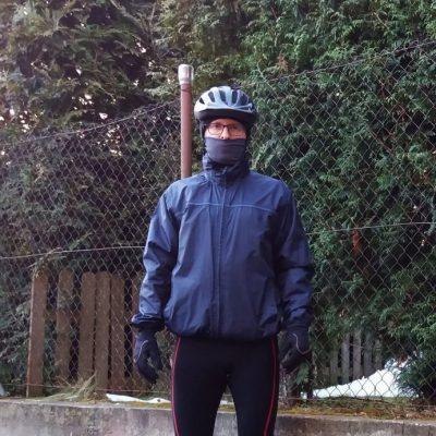 Taki strój daje radę podczas zimowych przejażdżek.