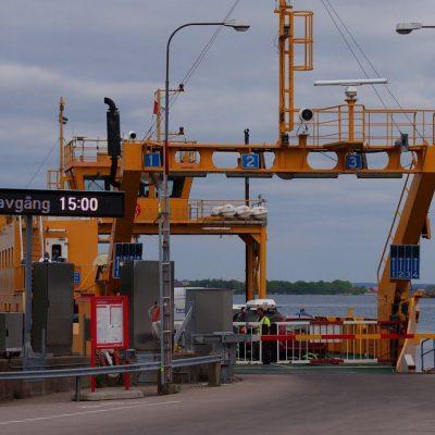 Prom Karlskrona - Aspo przybi�� do nabrze�¼a na wyspie. Za chwil���wyruszy w powrotn�� drog��.