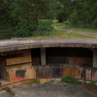 Stanowisko najwi��kszego spo��r�³d dzia�� jakie rozmieszczono w Szwecji - haubica kal. 30,5 cm