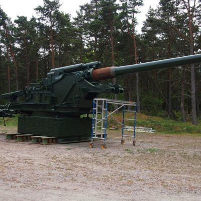 35-tonowa armat��a K39 kal. 21 cm produkowan�� przez Niemc�³w w fabryce Skody w Czechos��owacji. 9 takich armat o zasi��gu strza��u 30 km zosta��o sprzedanych Szwedom.