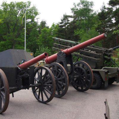 Ekspozycja zewn��trzna muzeum mobilnej artylerii nadbrze�¼nej