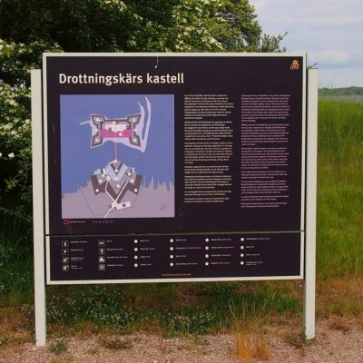 Tablica informcyjna fortu Drottningsk�¤r