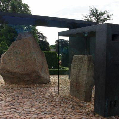 Kamienie runiczne umieszczono w 2011 r. w specjalnych klimatyzowanych gablotach.